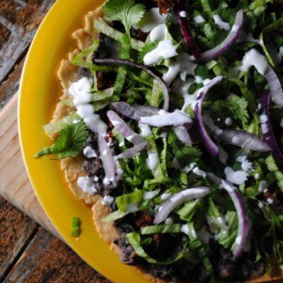 Mexican Pizza ~ Tlayuda con Chorizo y Frijoles