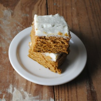 Pumpkin Bars with Cream Cheese Frosting – Barras de Calabaza con Glaseado de Queso Crema
