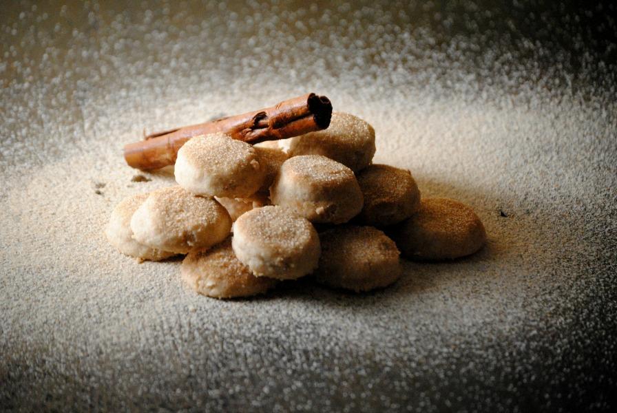 Pan de Polvo - crumbly sweet cookie from sweetlifebake.com