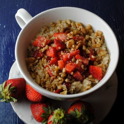 Quinoa with Strawberries and Buttermilk – Quinoa con Fresas y Suero