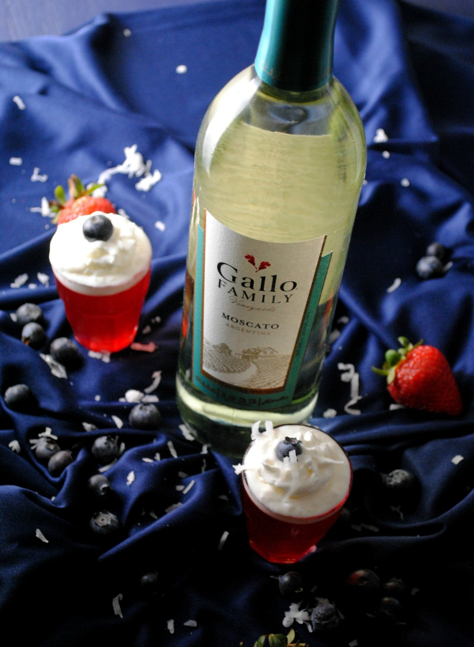 gallo family wine moscato VianneyRodriguez Patriotic Moscato Gelatin Shots sponsored moscato cocktails holiday recipes gallo family vineyards cocktails cocktail friday 2