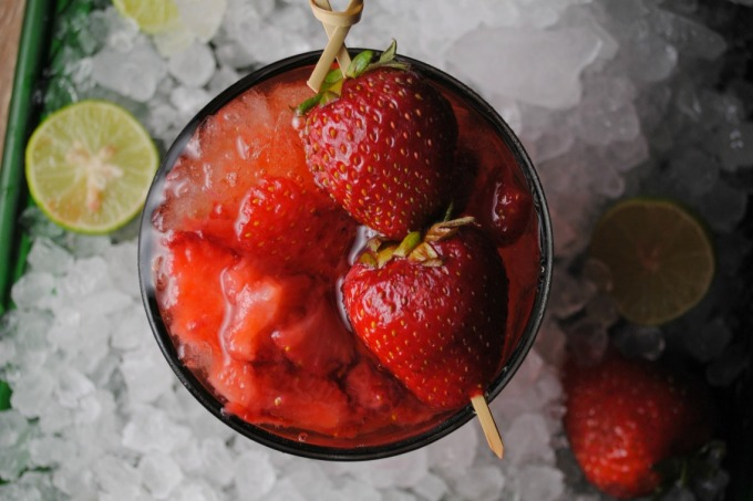 Strawberry-Whiskey-Sour-VianneyRodriguez