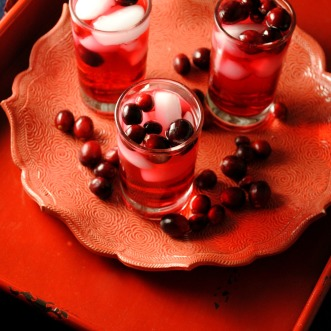 sparkling-cranberry-tea-cocktail-VianneyRodriguez-cookinglight