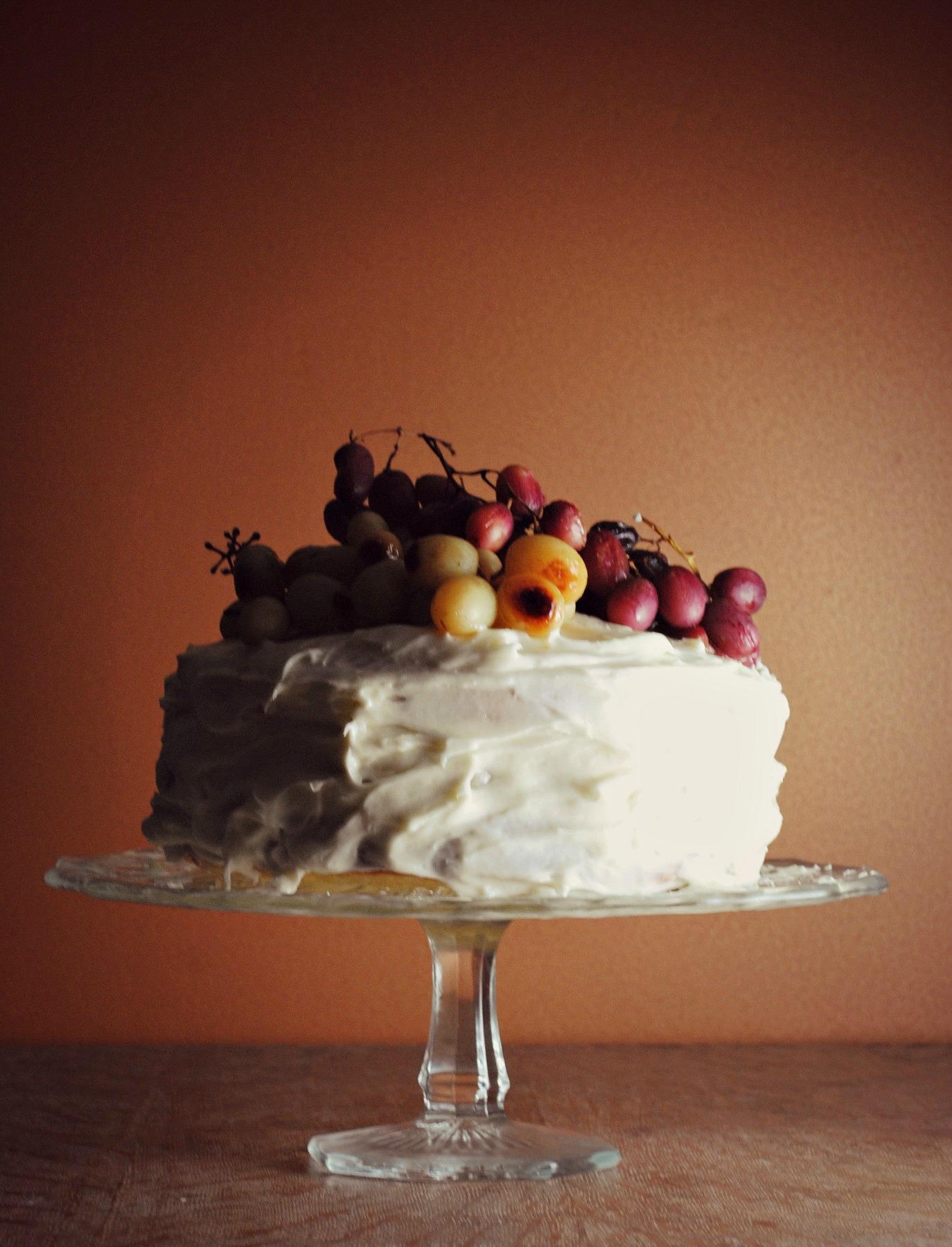 roasted-grape-champagne-cake-VianneyRodriguez-sweetlifebake
