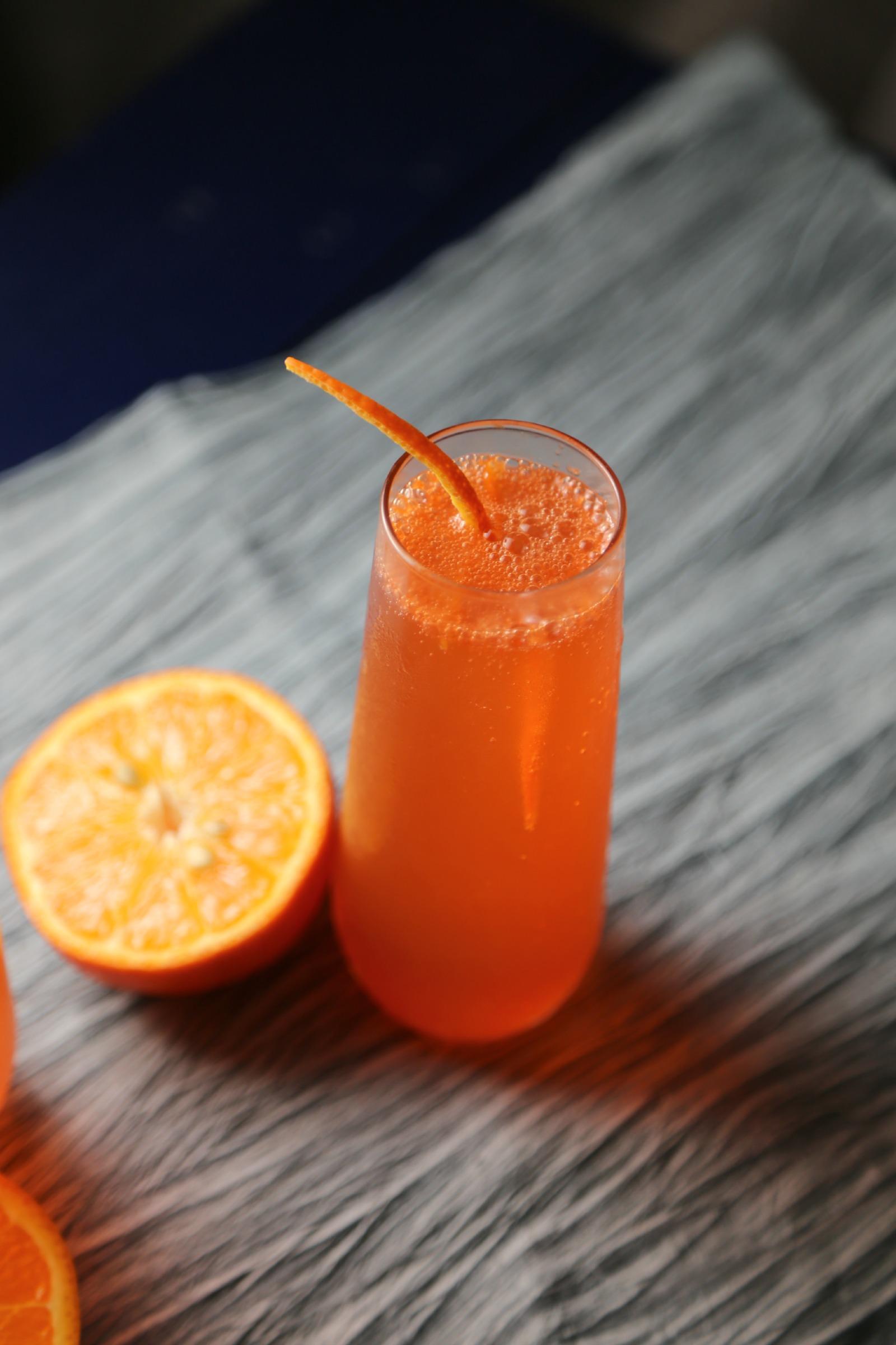 Orange-Sparkling-Cocktail-VianneyRodriguez