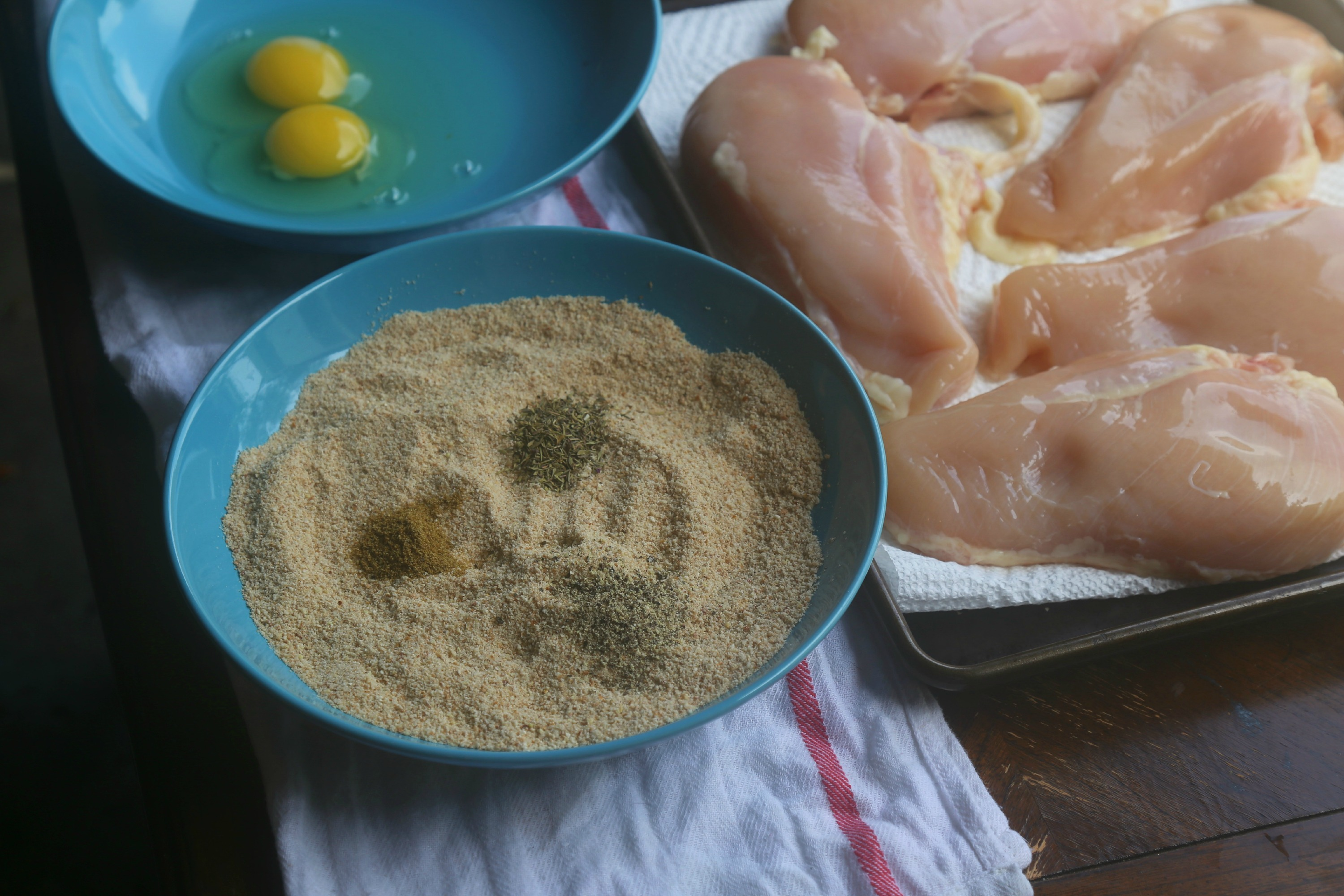 breading-for-oven-baked-chicken-parm-VianneyRodriguez
