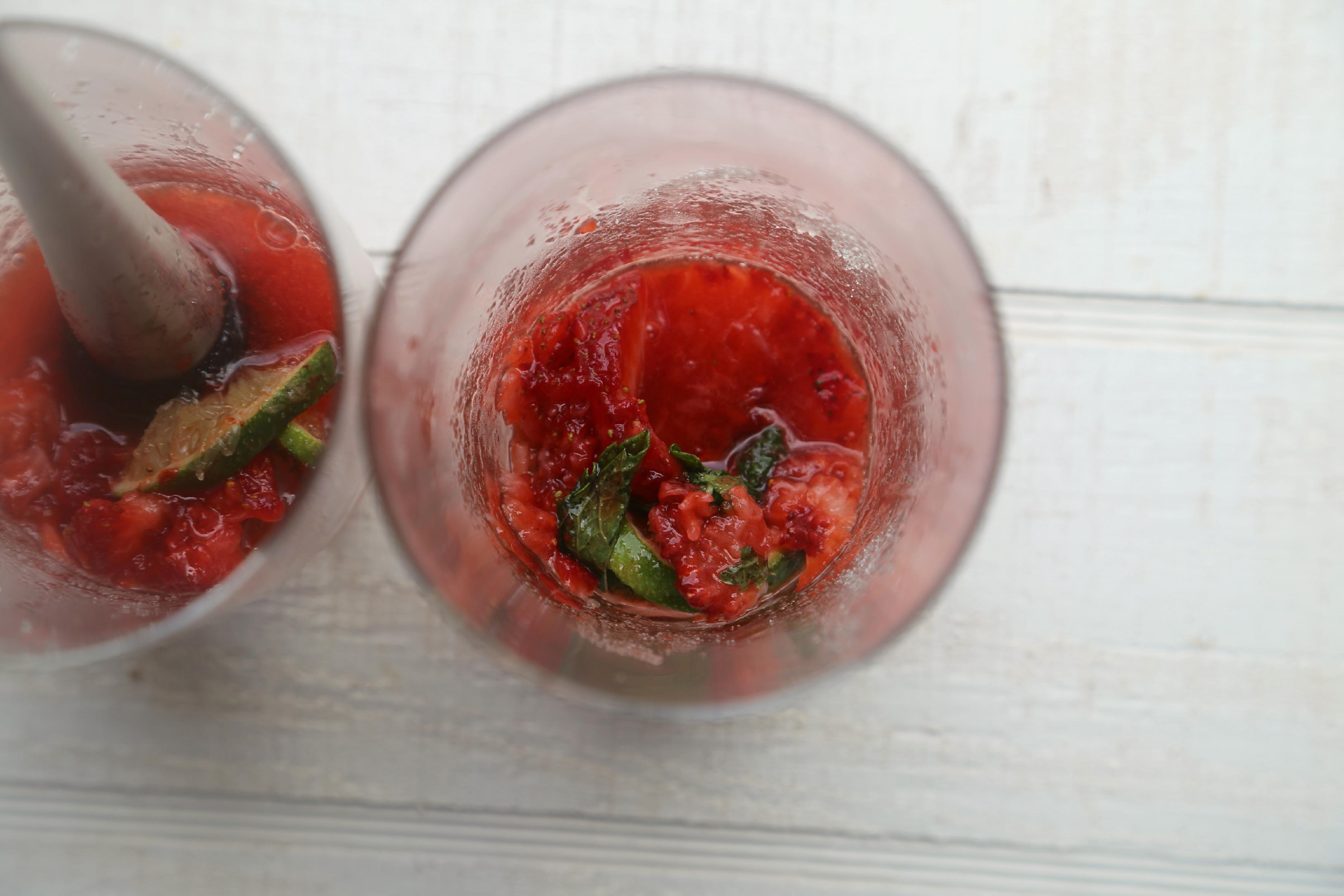 mudle-mojito-how-to-strawberry-mojito-vianneyrodriguez-sweetlifebake