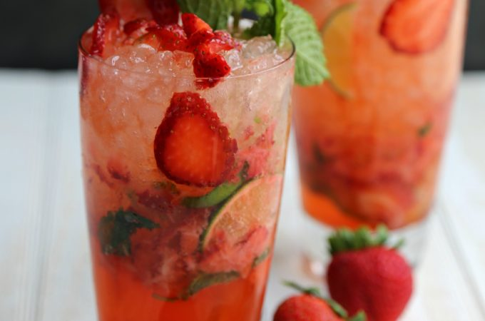 sparkling-strawberry-mojito-vianneyrodriguez-sweetlifebake-cocktail