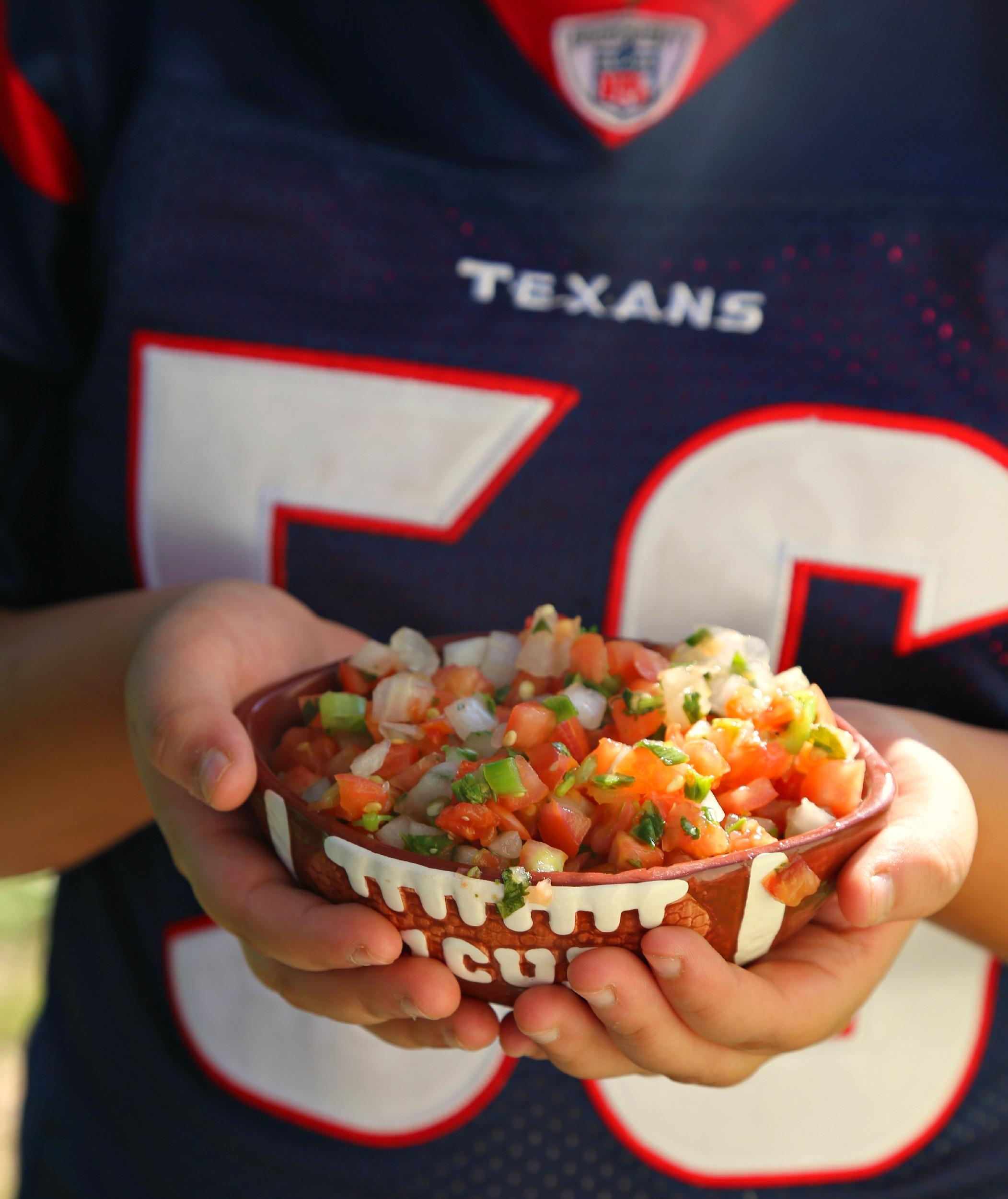 football-game-appetizers-salsa-queso-vianneyrodriguez-sweetlifebake