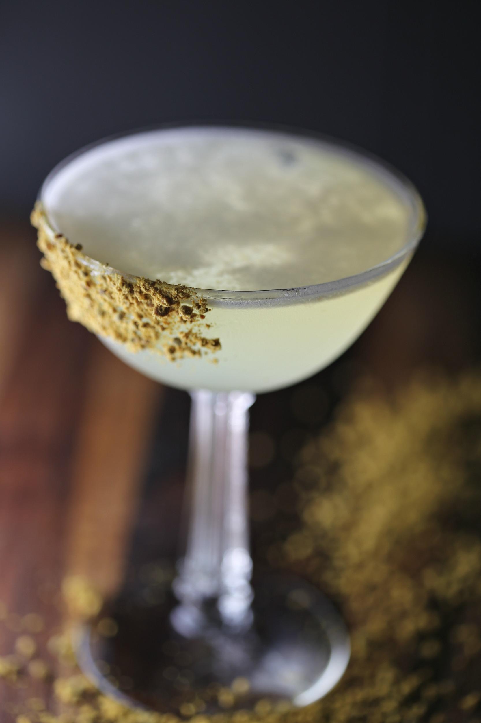 bertha-honey-tequila-cocktail-honey-margarita-vianneyrodriguez-sweetlifebake