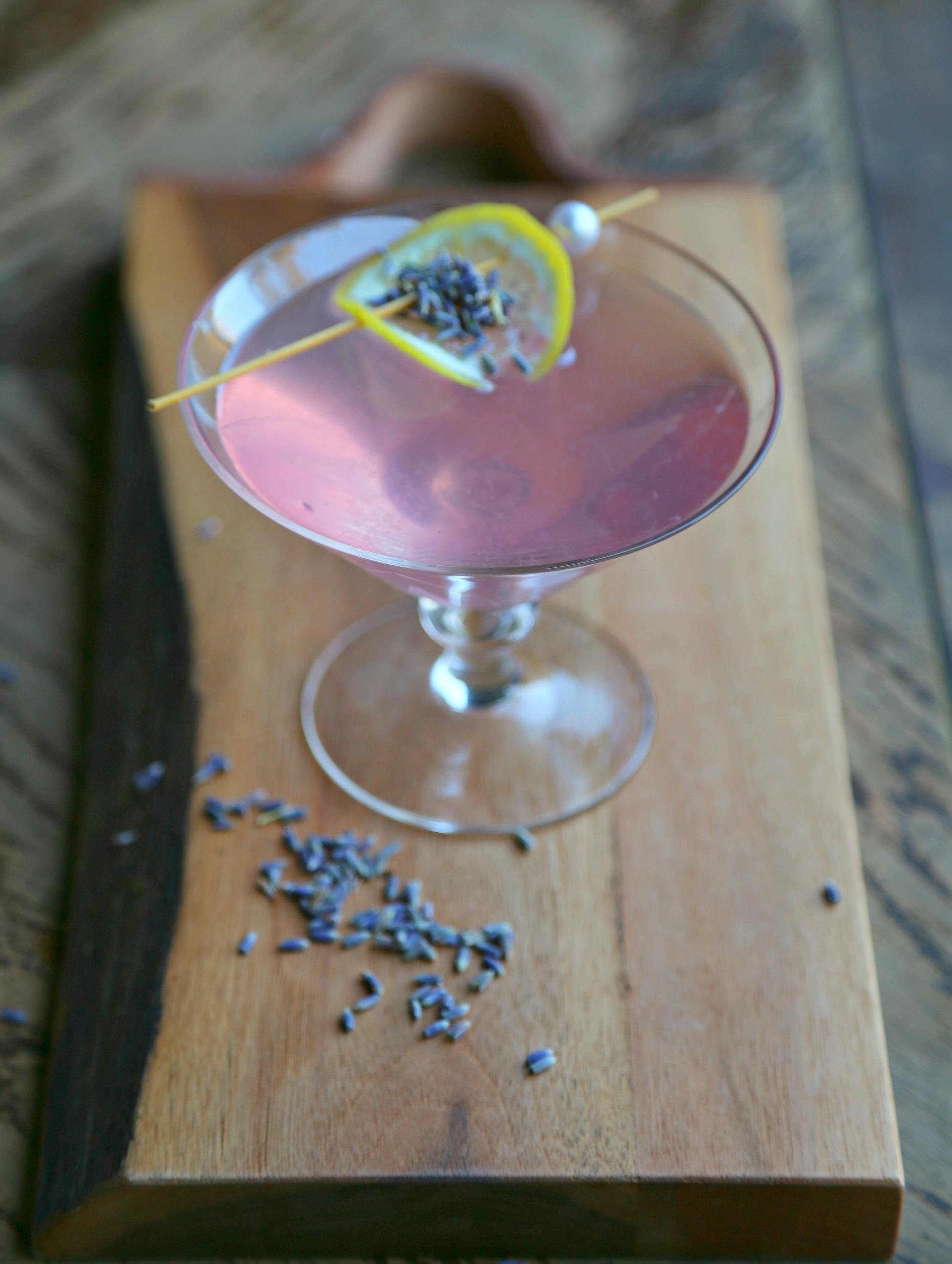 lavender-martini-vodka-cocktail-vianneyrodriguez-sweetlifebake
