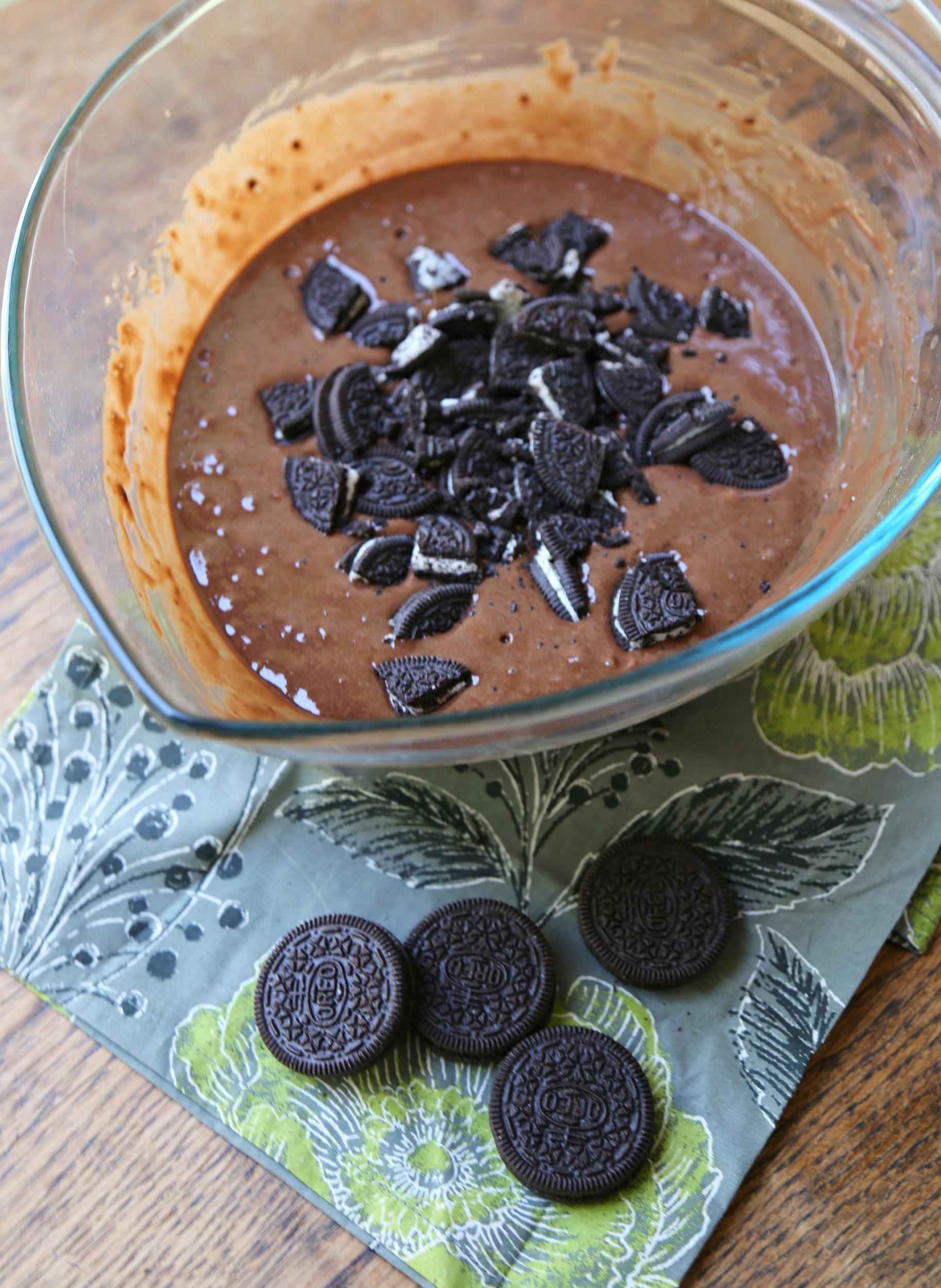 chocolate-oreo-churro-muffin-batter-vianneyrodriguez-sweetlifebake