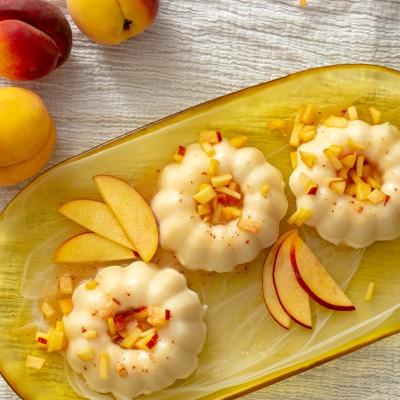 Peach Gelatina {with fresh peach sauce}