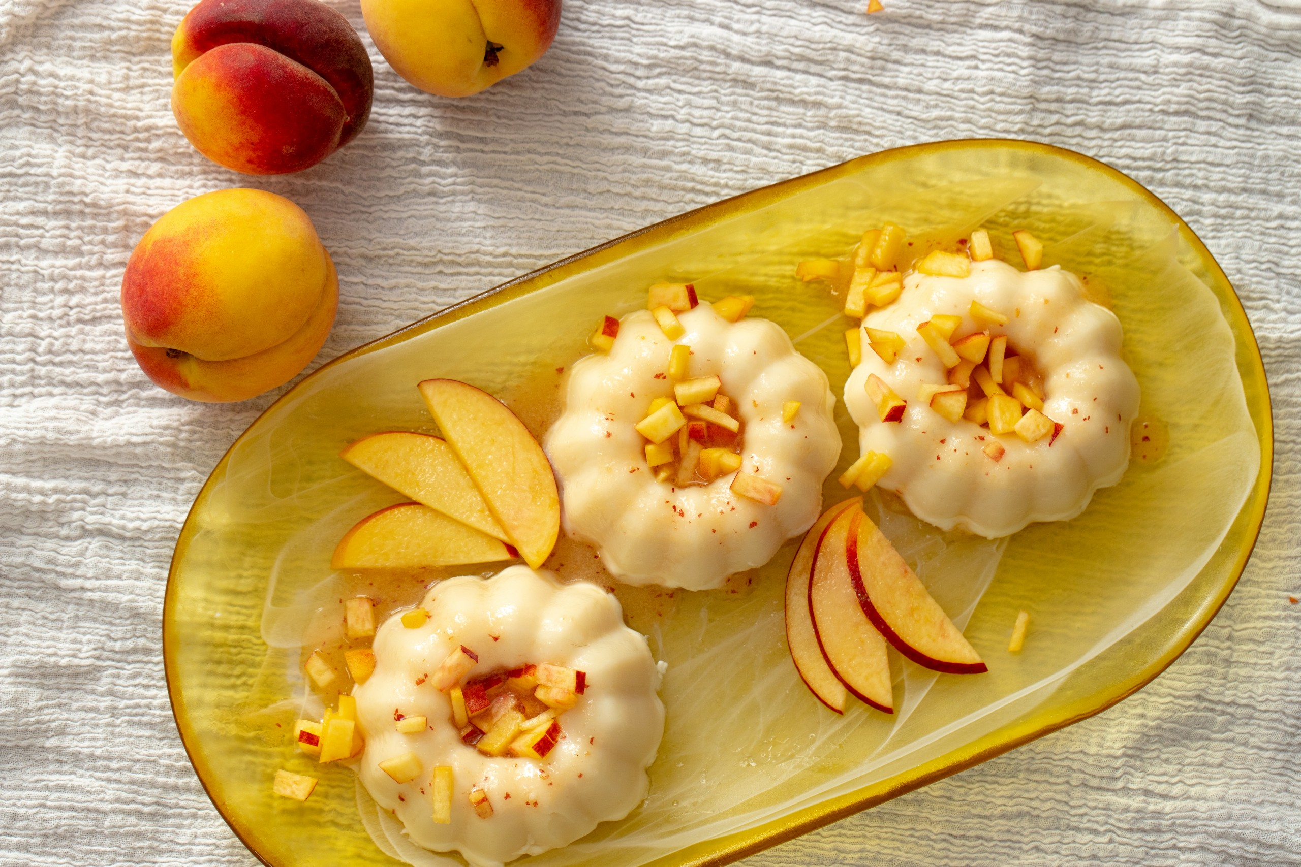 gelatina with a fresh peach sauce